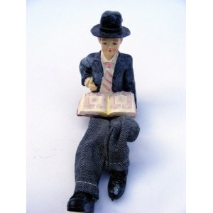 """Figurine """"Garçon religieux et son chapeau"""""""